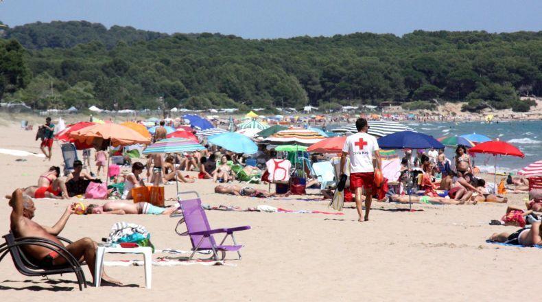 El déficit de socorristas amenaza a playas y piscinas